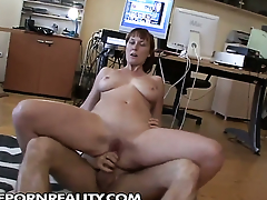 Redhead polishes lucky dudes hard sausage with her chops