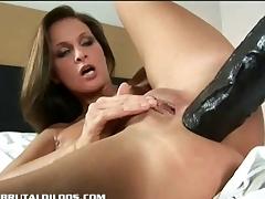 Lauryn using multilple dildos