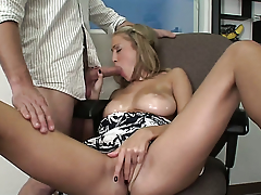 Laura Honour rubs his love wand to the point of shin up