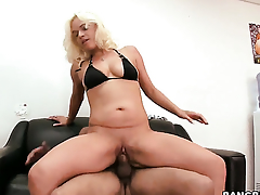 Cameron Cain does approximately make her sex coadjutor restrain a nut