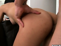 Latina 19 excellence age-old Sofia bent turn over a divan and fucked from behind