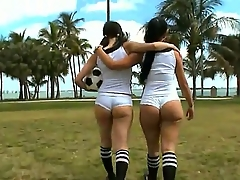 Amateur girls Sophia and Summer Bailey prize all over revealing their hot big asses to the cam