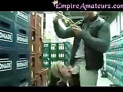 Hot Amateur Couple Fuck Beside Cause of Groceery Store